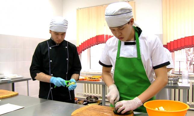 Молодые повара Павлодара готовятся к национальному к чемпионату по кулинарному искусству