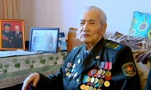 Участник боев на Курской дуге, танкист Сейткасым Боранкулов принял поздравления от Агентства «Хабар»