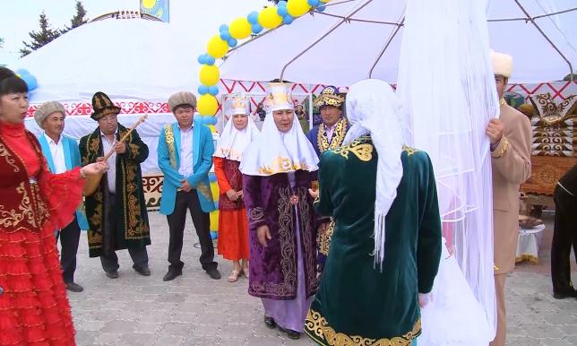 Старинные обряды и традиции демонстрировали участники этнофестиваля в Петропавловске