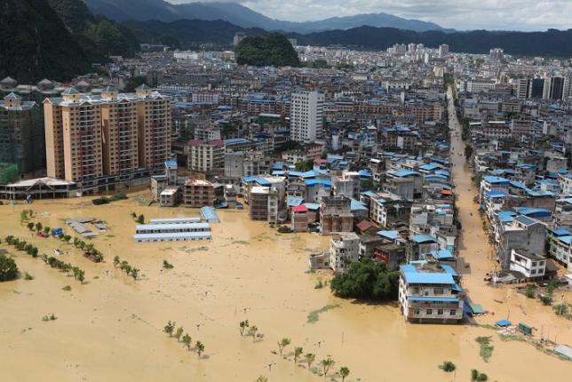 Свыше 30 человек погибли из-за наводнения на юге Китая