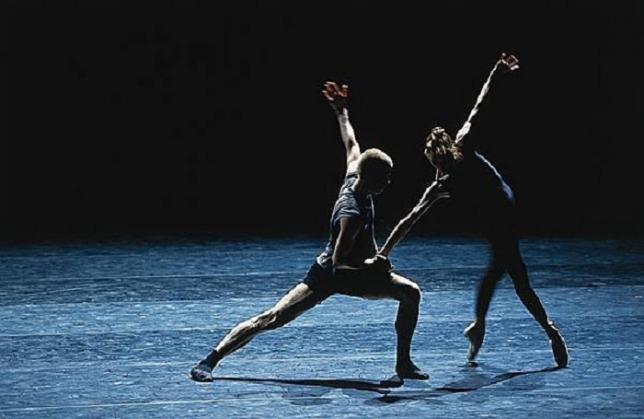 Бүгін In The Middle, Somewhat Elevated балетінің премьерасы өтеді