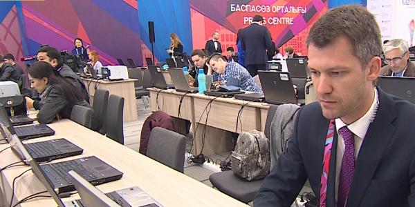 Более тысячи журналистов освещают работу АЭФ