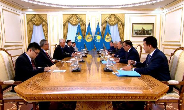 Глава государства провел встречу с Почетным старшим министром, членом Парламента Сингапура Го Чок Тонгом