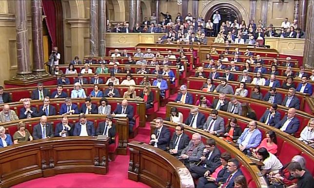 Каталония басшылығы тәуелсіздік декларациясына қол қойды
