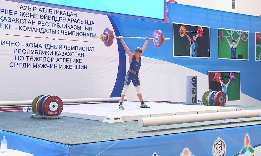 В Талдыкоргане подходит к завершению чемпионат по тяжелой атлетике