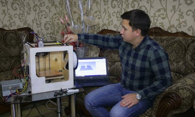 20-летний студент из Костанайской области собрал 3D-принтер из подручных материалов