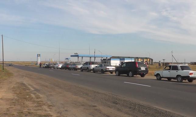 На заправках Жанааркинского района Карагандинской области наблюдается дефицит бензина