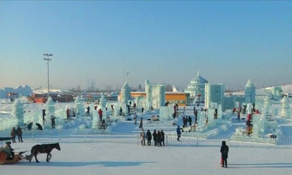 14 стран приняли участие в конкурсе ледяных скульптур в Китае