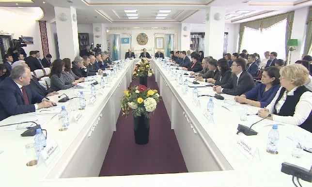 Членов АНК призвали включаться в работу по разъяснению инициативы Главы государства