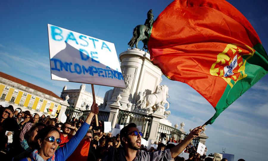 Массовая акция протеста прошла в Лиссабоне