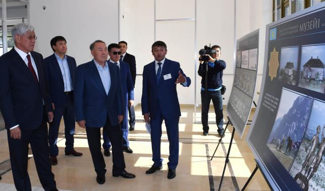 Президент Казахстана ознакомился с ходом строительства музея в Карасайском районе Алматы