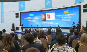 Презентована биографическая книга о Н.Назарбаеве на азербайджанском языке