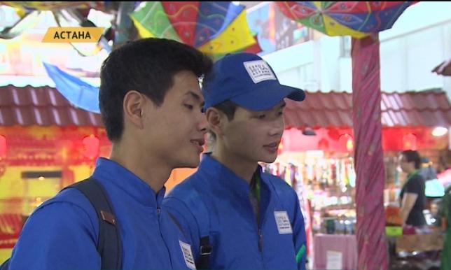 Тройняшки Толе, Казыбек и Айтеке стали волонтерами на EXPO 2017