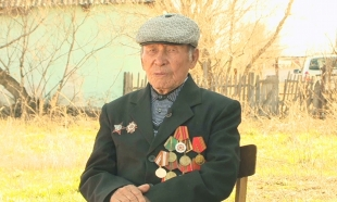 Фронтовик Токан Алимбаев научил корреспондентов Агентства «Хабар» азам земледелия