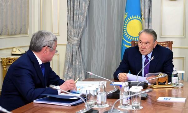 Глава государства провел встречу с акимом Актюбинской области Бердыбеком Сапарбаевым