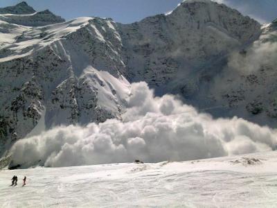 При сходе лавины на севере Индии погибли 11 человек