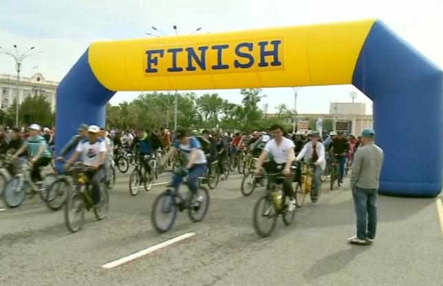 Таразда Отан қорғаушы күні мен ҚР Қарулы Күштерінің 25 жылдығына орай ұйымдастырылған велошеруге 500-ден астам тұрғын қатысты