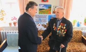 Бывший фронтовик Ефим Петренко принял поздравления Агентства «Хабар»