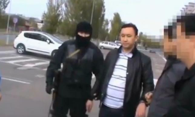 Астанада пара алған лауазымды тұлға ұсталды