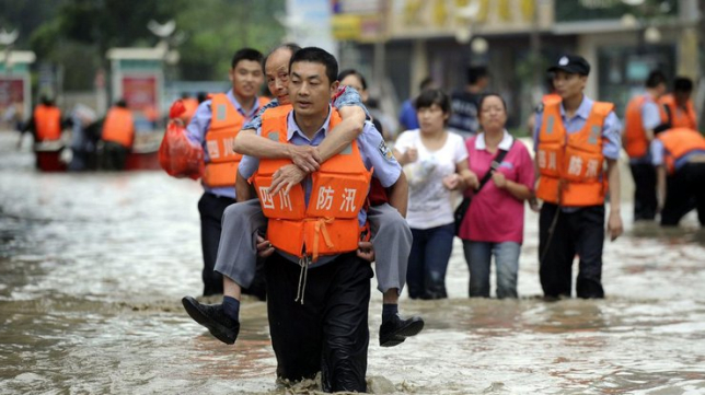 Сильные ливни в Китае привели к гибели около 20 человек