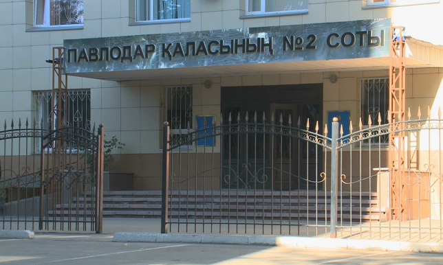 В Павлодаре арестовали полицейского, избивавшего жителей города