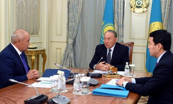 Глава государства провел встречу с председателем правления АО «Самрук-Казына»