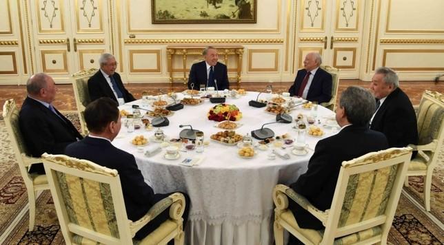 Глава государства встретился с представителями общественности, интеллигенции, политическими деятелями