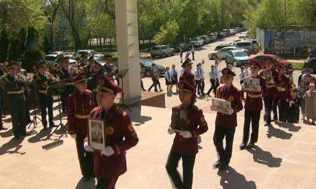 Алматыдағы Тұңғыш президент қорында «Мәңгілік полк» шеруі өтті