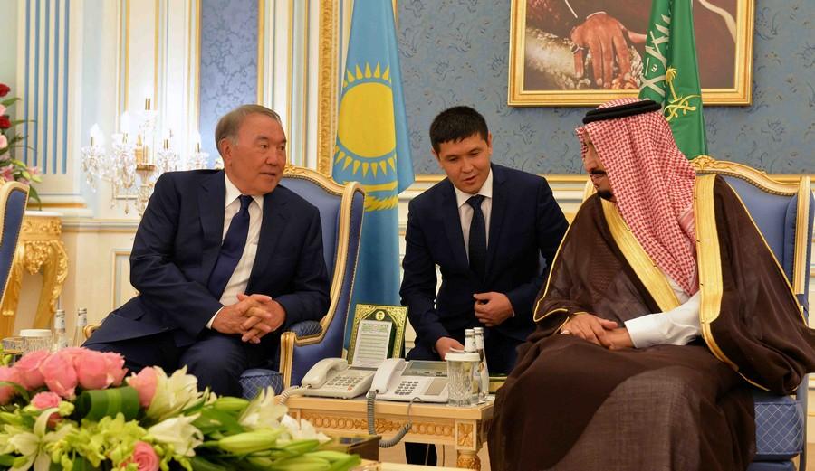 Глава государства провел встречу с Королем Саудовской Аравии Салманом бен Абдель Азизом Аль Саудом