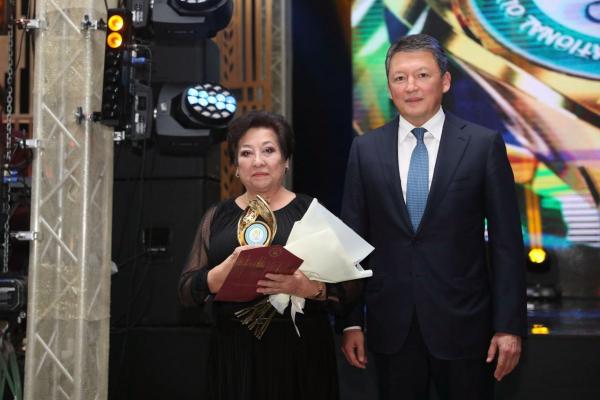 Маме GGG вручили специальную премию «Достояние казахстанского спорта»