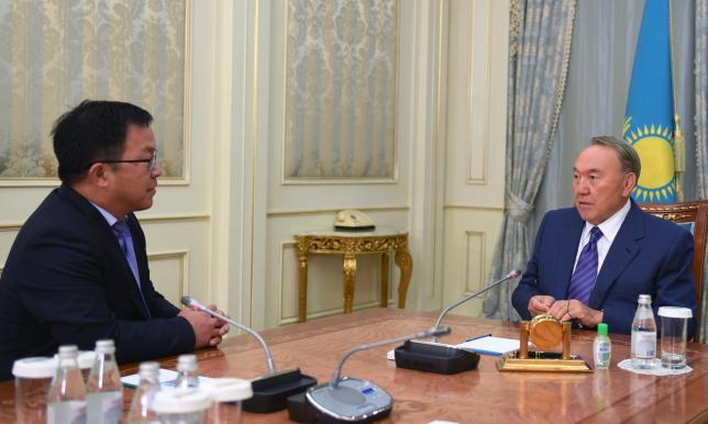 Нурсултан Назарбаев провел встречу с председателем правления АО «Национальный научный кардиохирургический центр» Юрием Пя