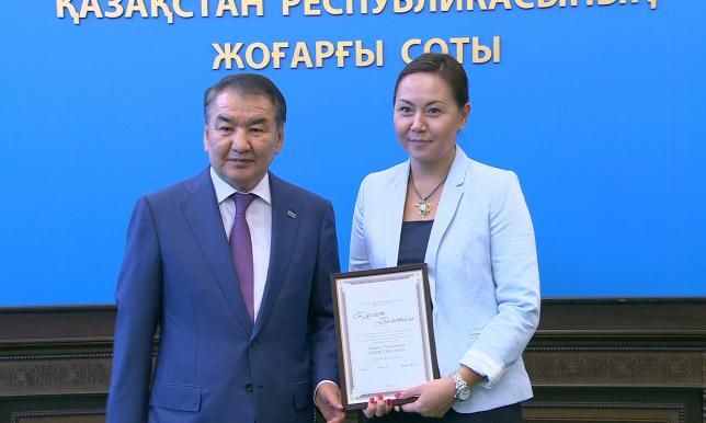 Верховный суд РК поздравил журналистов с их профессиональным праздником
