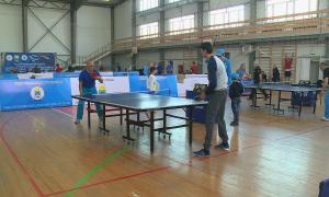 Больше 100 профессионалов и любителей настольного тенниса собрались в Уральске