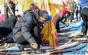 Қытайда терімен қапталған қазақтың байырғы шаңғысын тебуден жарыс басталды
