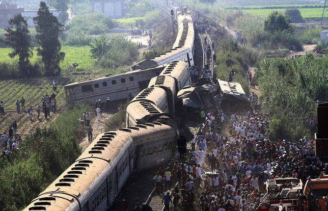 Причиной столкновения поездов в Египте могла стать ошибка машиниста