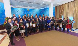 Премьер-министр Б.Сагинтаев вручил награды государственным служащим и представителям бизнес-структур