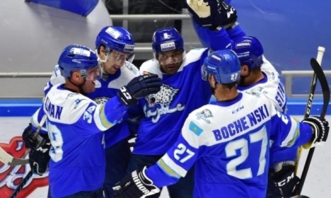 Хоккеистов «Барыса» будут штрафовать за использование телефонов во время тренировок