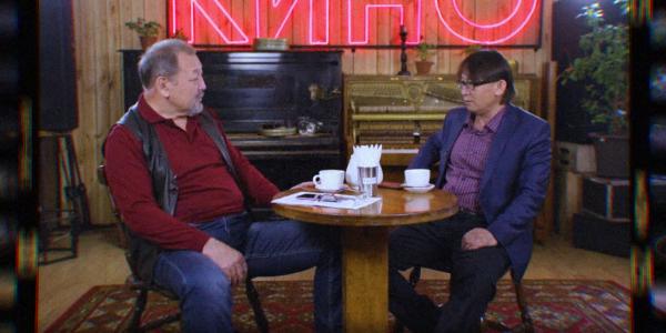 «Кинокафе». Режиссер Жәнібек Жетіруов туған қызын киноға не үшін түсірді?