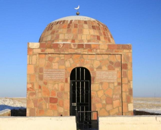 В Костанайской области завершают строительство мавзолея Кейки батыра