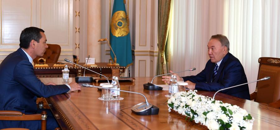 Мемлекет басшысы Қырғызстан Президенттігіне үміткер Өмірбек Бабановпен кездесті