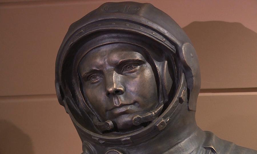 В Национальном космическом центре состоялась церемония открытия бюста Юрию Гагарину