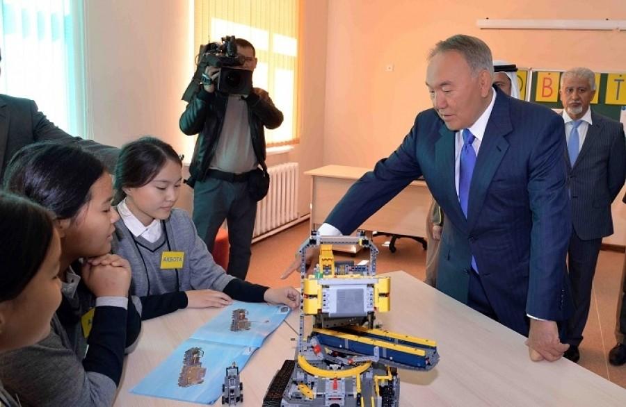 Президент РК посетил новую школу в Астане