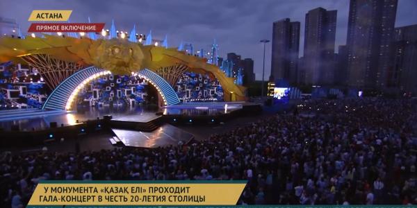 У монумента «Қазақ Елі» проходит гала-концерт в честь 20-летия столицы