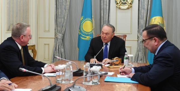 Нурсултан Назарбаев встретился с послом США Джорджем Кролом