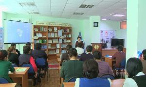 В Актобе казахский алфавит на латинице изучают в библиотеках