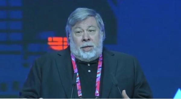 Стив Возняк Астаналық экономикалық форумында сөз сөйледі