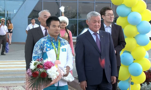 Актюбинцы встретили олимпийского призера Фархада Харки