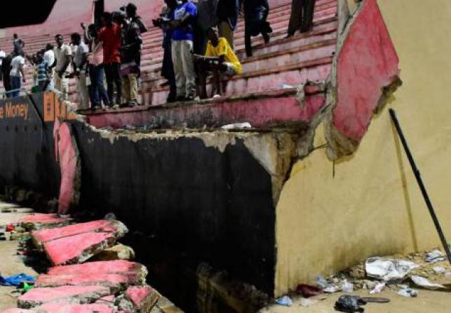 Восемь человек погибли из-за обрушения стены стадиона после футбольного матча в Сенегале