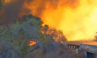 Огонь бушует в 4 районах Калифорнии