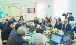 Реформу вузов обсудили депутаты и эксперты в Алматы